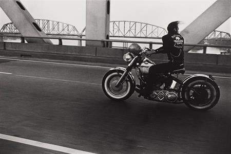 Crossing the Ohio, Louisville, 1966, Danny Lyon, American, b. 1942, gelatin silver photograph, 8 11/16 x 13 in., Seattle Art Museum, Gift of Steven and Judith Clifford in honor of the museum's 50th year, 83.288.10, © Artist or Artist's Estate.