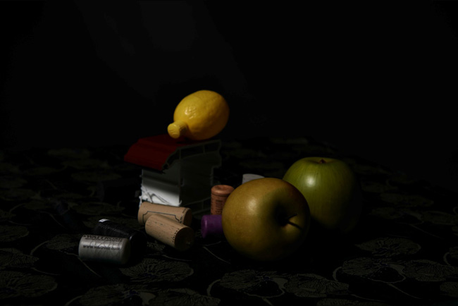 Still Life with Lemon and Apples, Plastic Vanitas, 2016 © Mariele Neudecker, courtesy in camera galerie